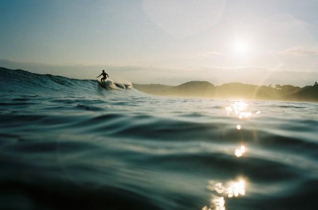 Surfeur près de la Swenson House