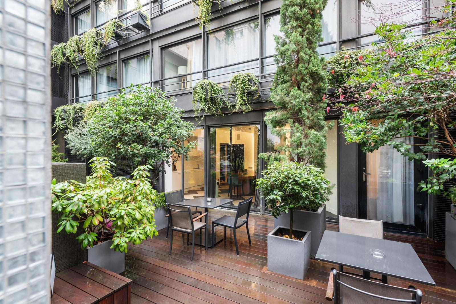Terrasse lumineuse et végétalisée