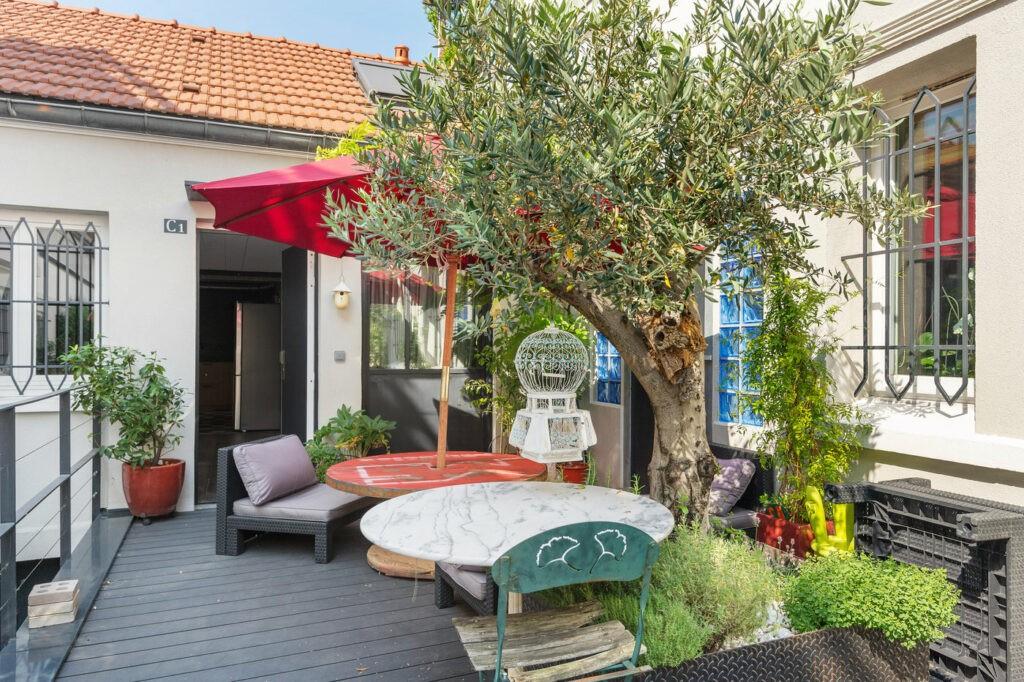 Petite terrasse au calme, végétalisée et lounge
