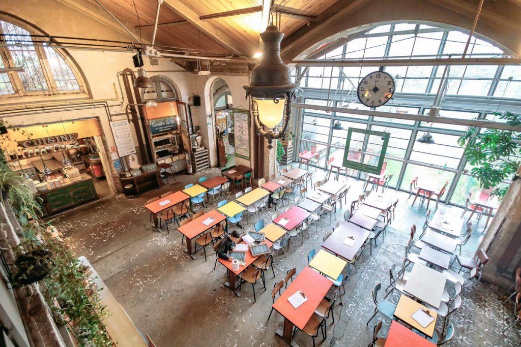 Ancienne gare aménagée en espace atypique. Idéal pour vos réunions dépaysantes, séances de tournages ou soirées de présentation à Paris.