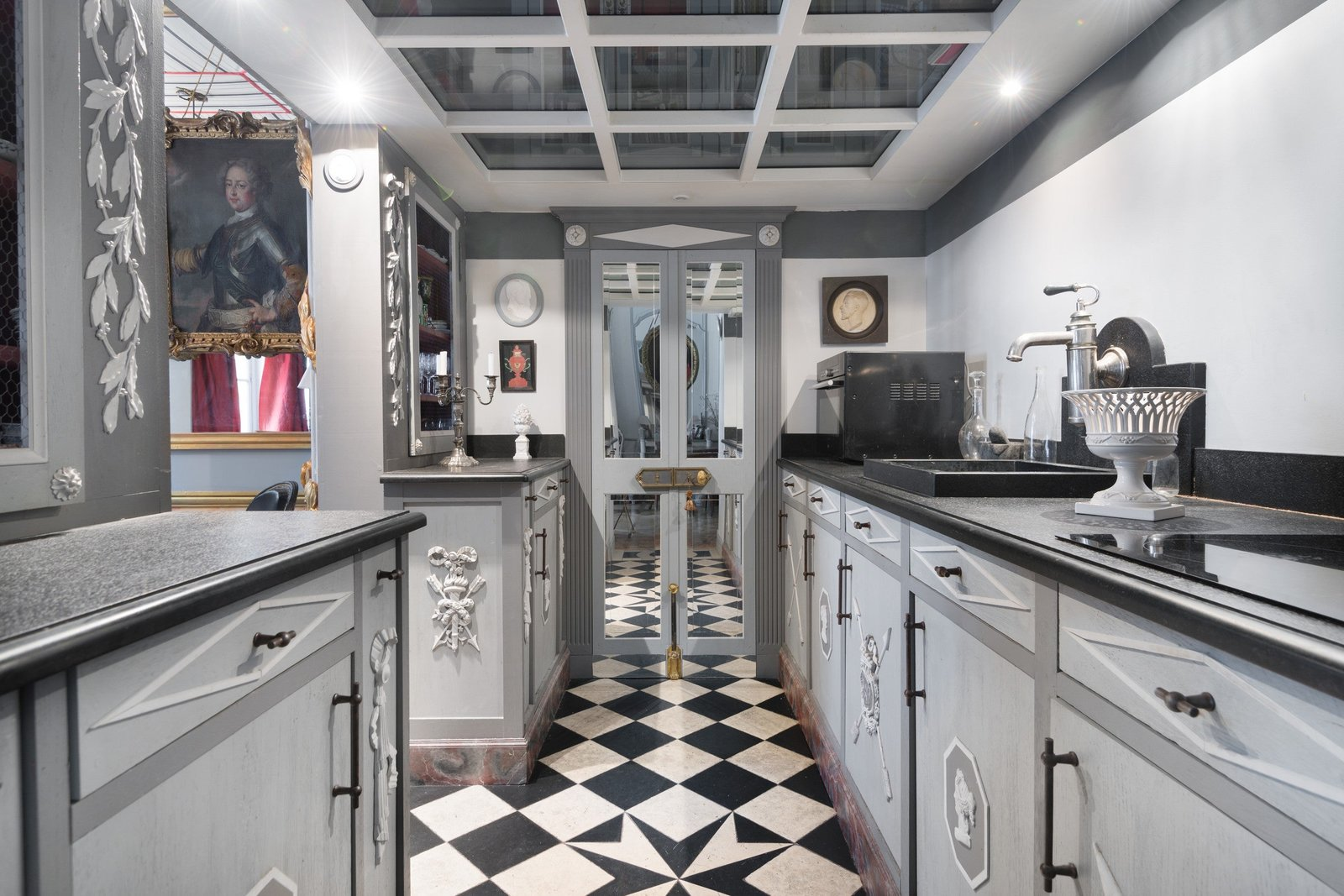 Une cuisine est historique et on adore. Faire de notre patrimoine un décor parfait pour un film.