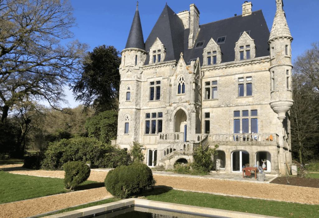 chateau neogothique 19eme siecle