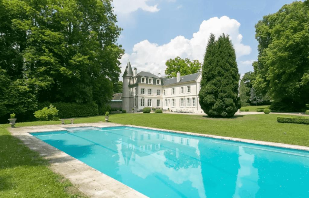 Chateau a la campagne piscine