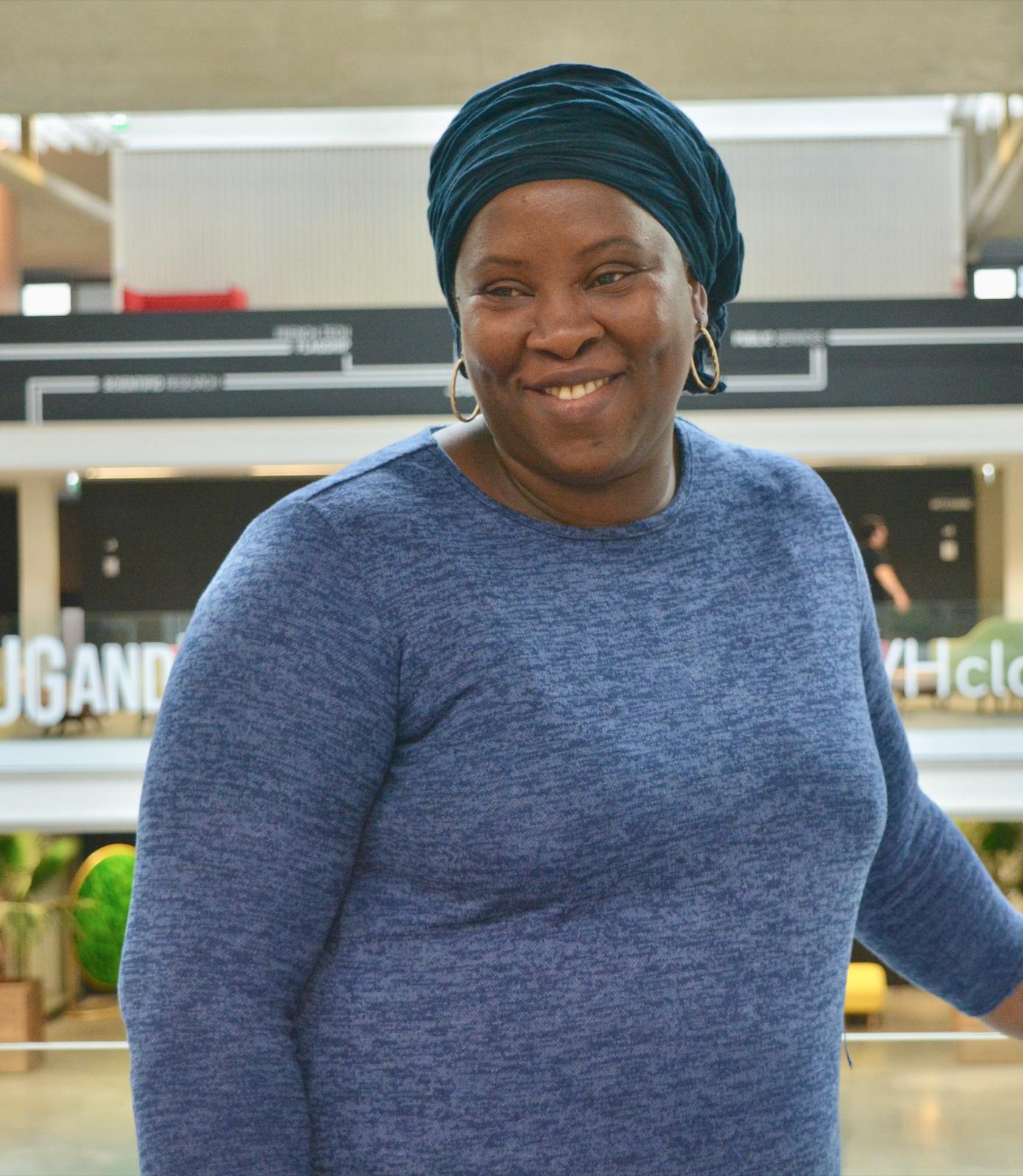 Fatoumata, maman, cuisinière et working woman. Une cheffe travaillant chez MeetMyMama, traiteur de cuisine du monde et authentique.