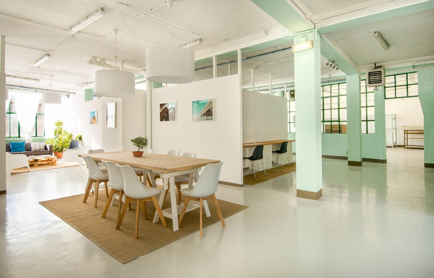 Ancienne imprimerie réaménagée en loft dans le 5ème arrondissement de Marseille pour vos séminaires, formations, conférences, réunions, cocktails pouvant accueil 80 personnes.