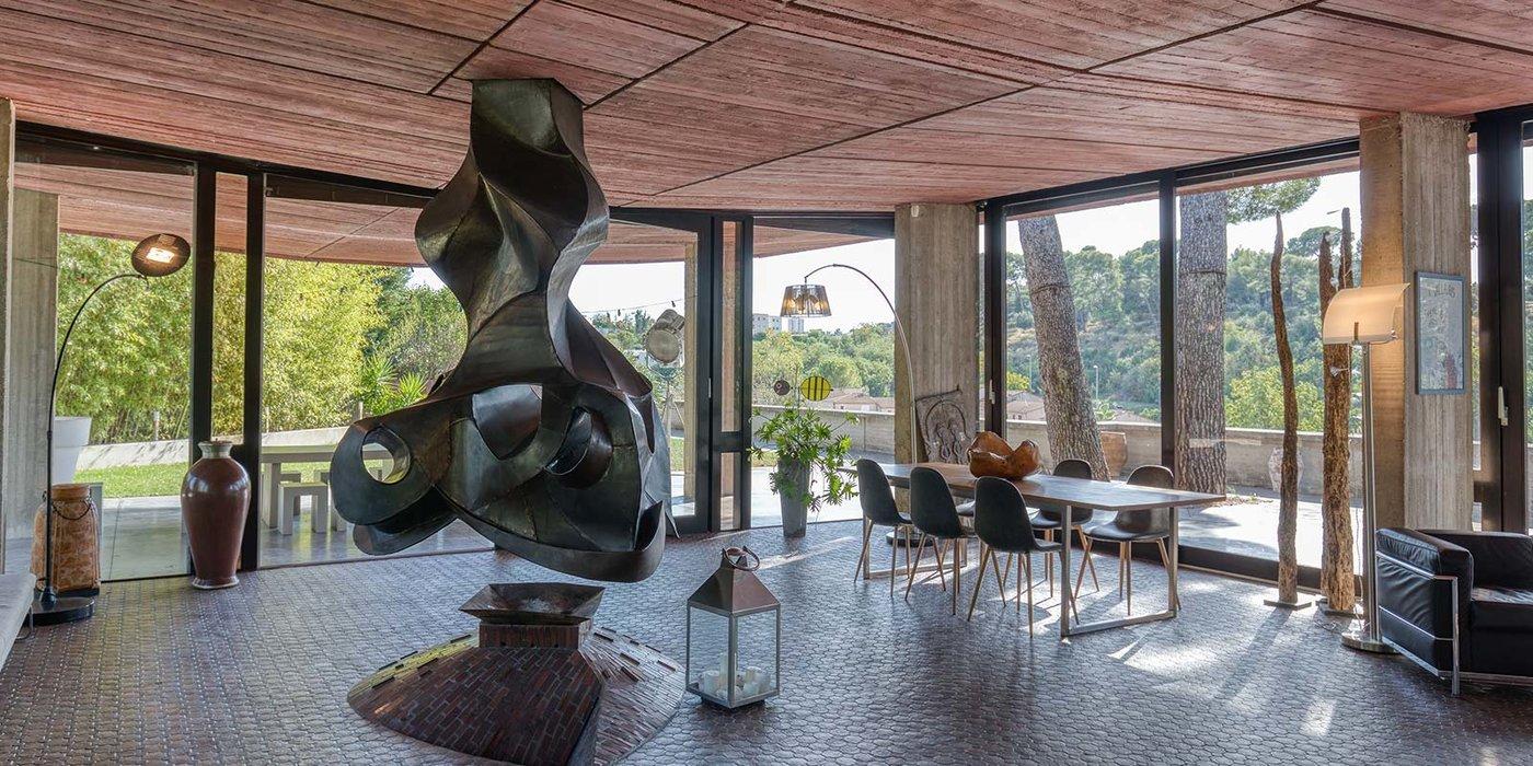 Villa avec de grands espaces et une  magnifique architecture situé à Marseille, espace idéal pour organiser vos séminaires et réunions entre collaborateurs.