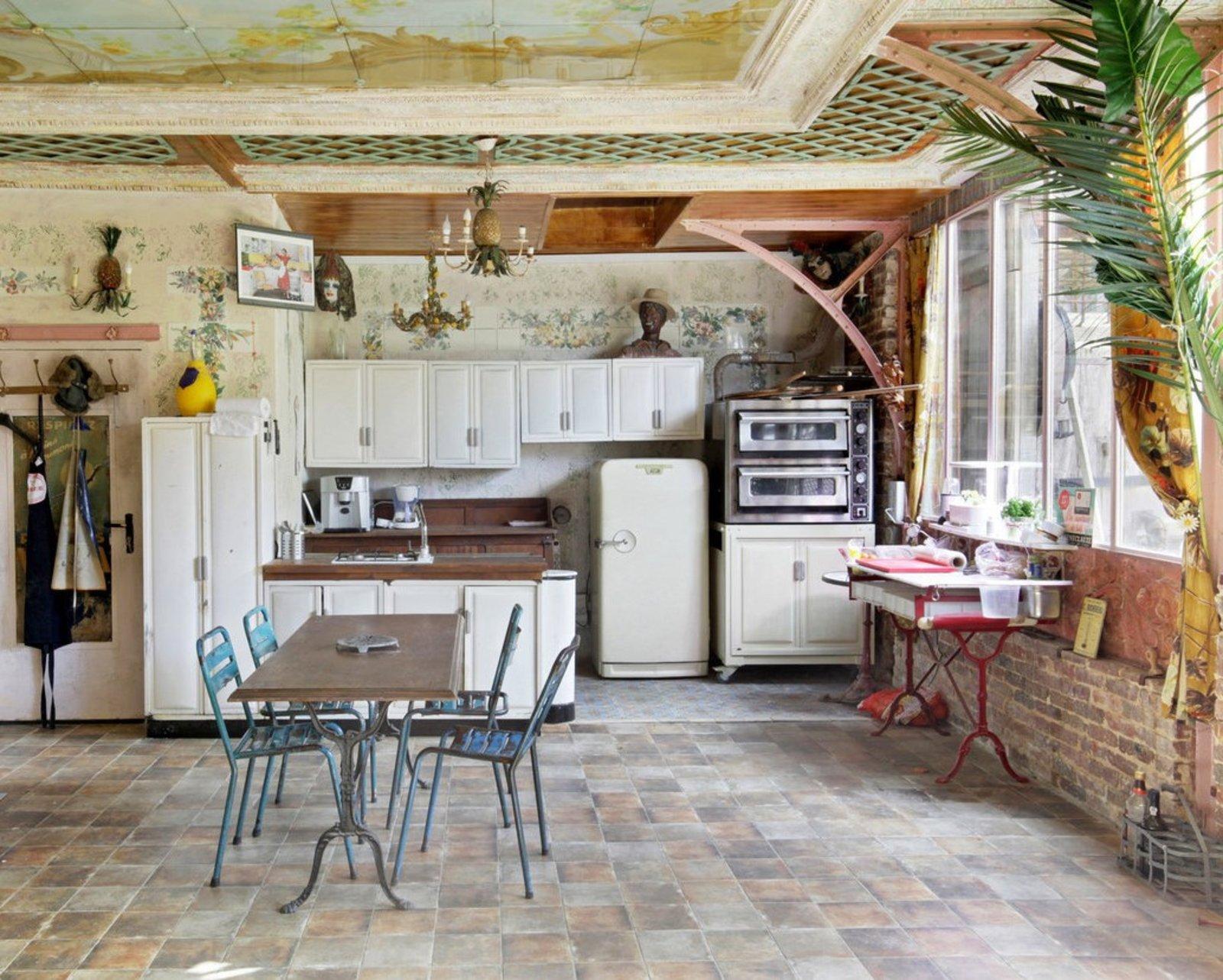 Une cuisine un petit coin de paradis. On se croirait presque dans les îles. Pour se réunir entre collègue cet espace est un choix de qualité.