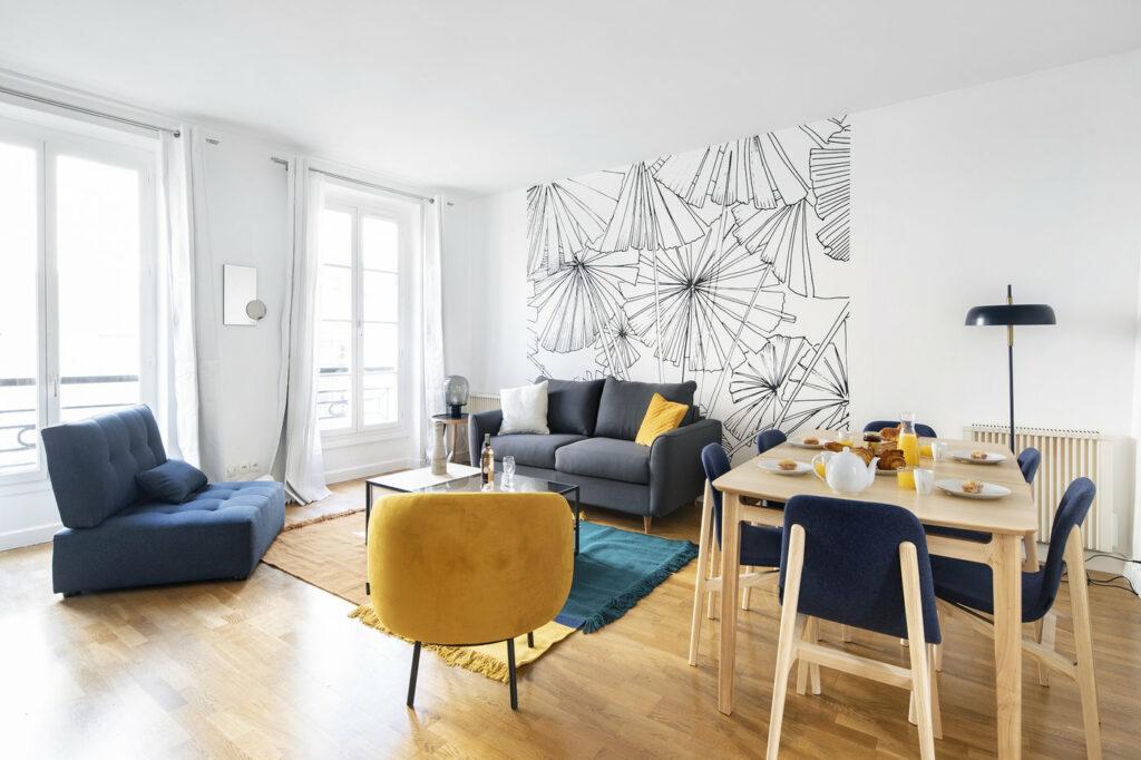 Appartement de 50m2 refait à neuf, idéalement situé au coeur du 3ème arrondissement de Paris, dans le quartier du Haut Marais. Le salon lumineux peut accueillir jusqu'à 6 personnes pour des réunions de travail.