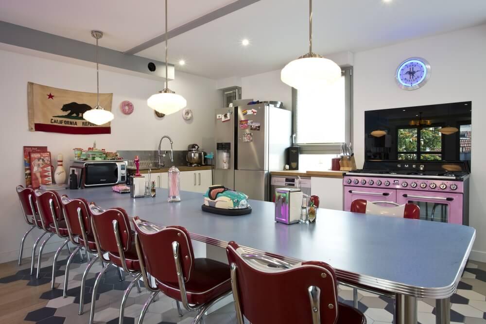 Magnifique appartement rétro à la façon d'un dinner américain, la vue sur Paris en plus !