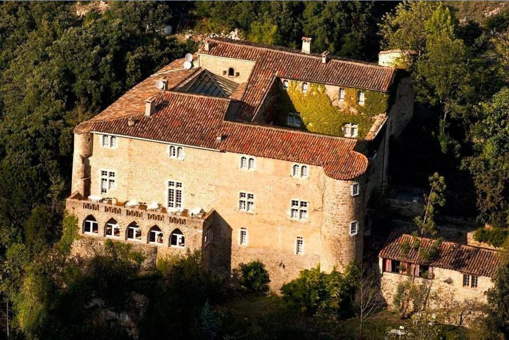 Château datant du moyen âge, authentique, au coeur des Cévennes