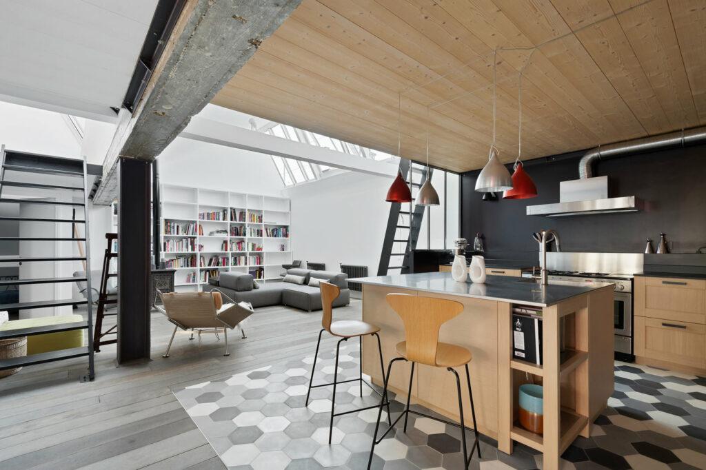 cuisine design dans un loft sous verrière