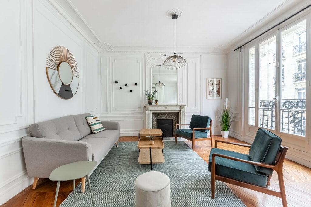"""Appartement haussmannien au coeur du 15ème arrondissement au style """"comme à la maison""""."""