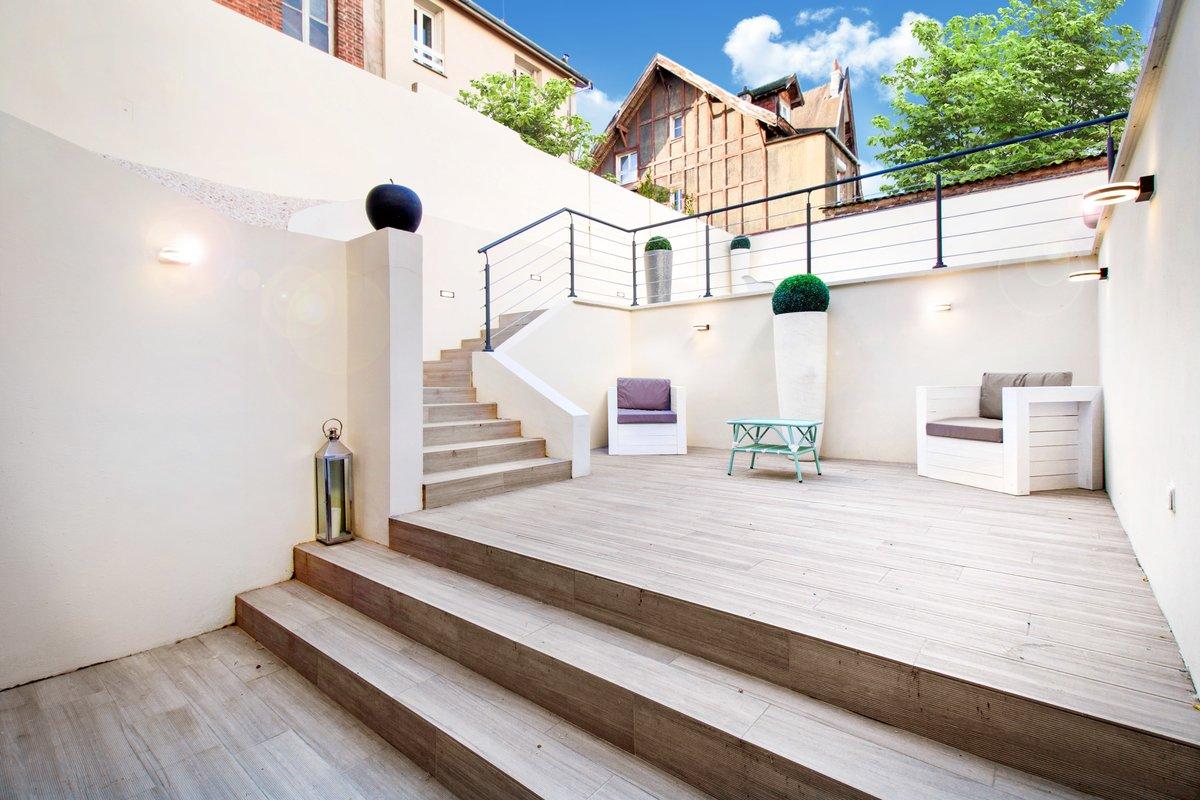 Maison moderne et son grand extérieur pour vos réunions, événements ou productions à Paris.