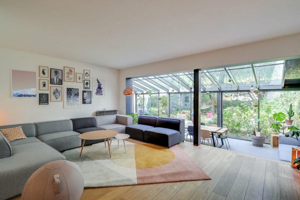 300m² d'espace atypique avec jardin en plein coeur de Paris. Faites l'expérience de la révolution du travail ! Cette maison est située dans le 10ème arrondissement (proche du quai de Jemmapes). Elle est dotée d'une véranda donnant sur un jardin d'environ 200m2 sans vis à vis, ce qui donne l'impression d'être en pleine campagne !
