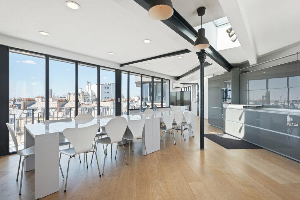 Duplex moderne et très lumineux avec une vue sur 360° sur toute la ville de Paris