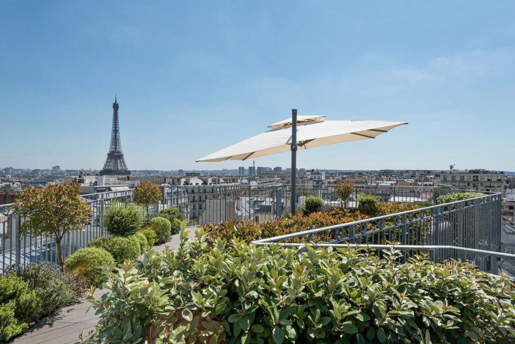 rooftop avec vue sur la Tour Eiffel