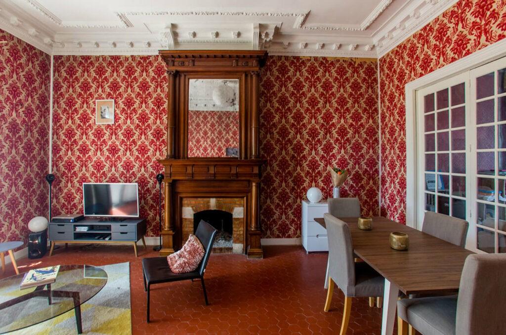Maison bourgeoise datant de 1910 avec moulures, boiserie, hauteur de plafonds idéale pour un évènement de 30 à 65 personnes.